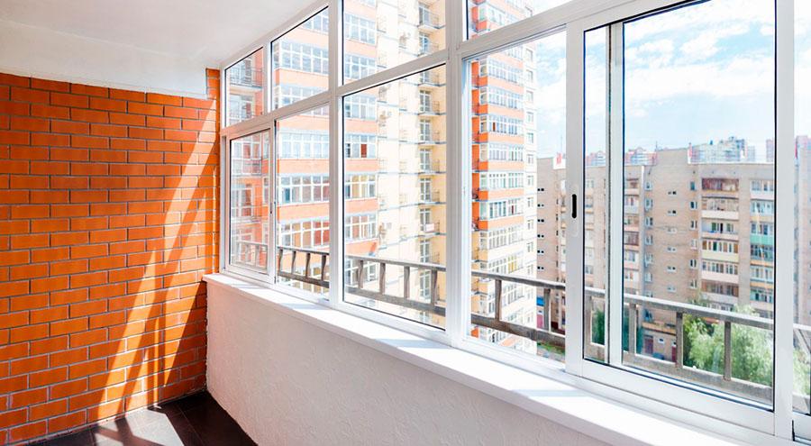 Балкон с раздвижным окном