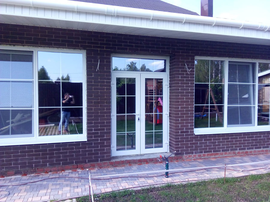 Окна и двери в коттедже